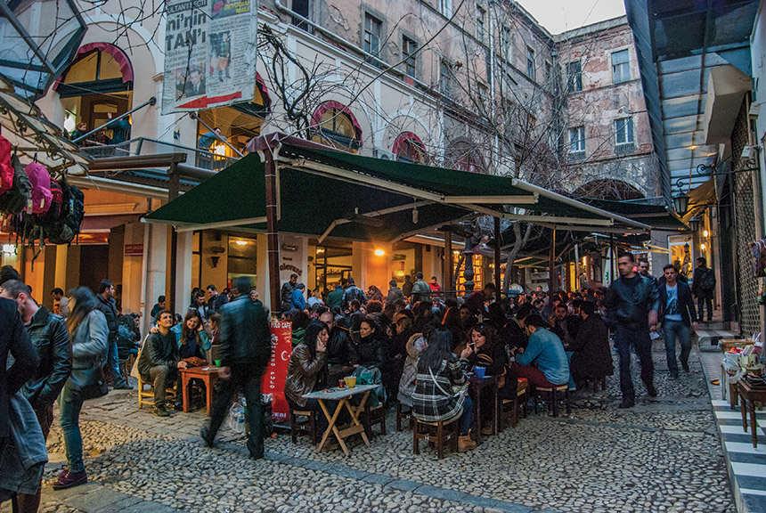 Hazzo Pulo Pasaj Cafe