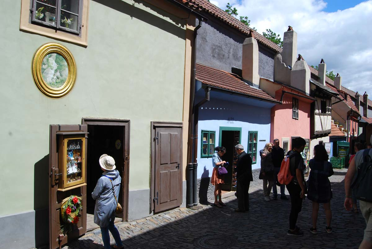 golden lane medieval prague
