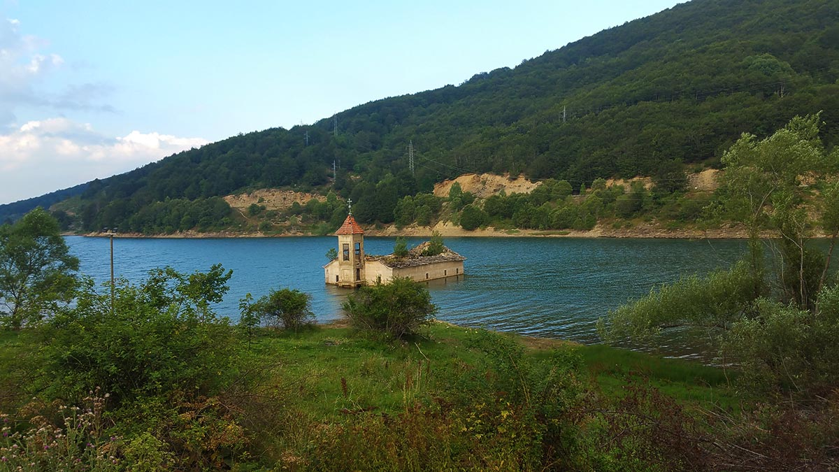macedonia church of st nicholas lake