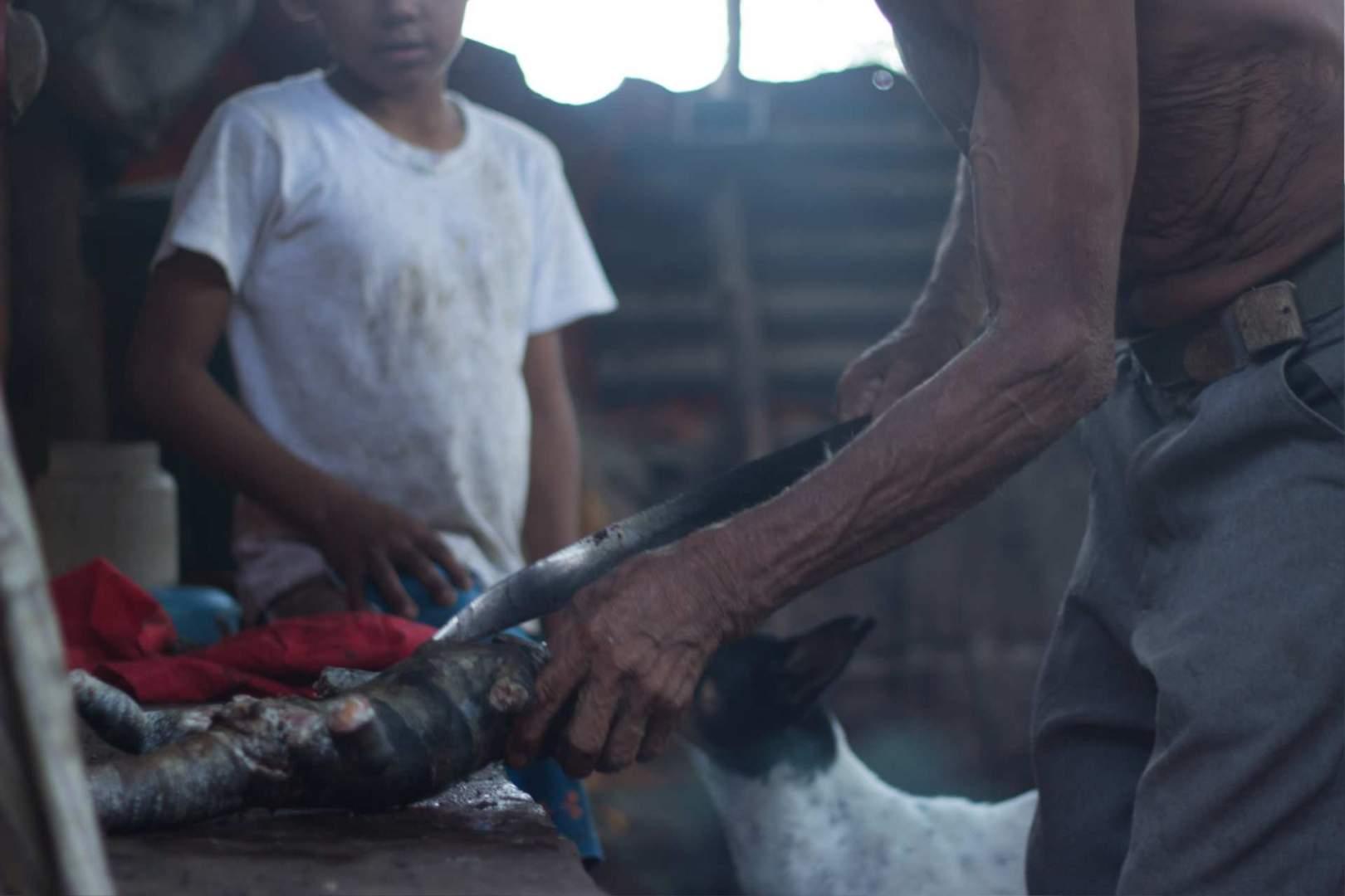 3683 _ Lena Desmond Iguana hunting Nicaragua_